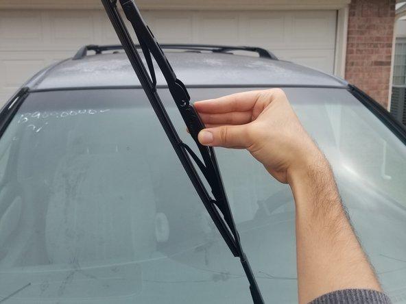 2000-2003 Toyota Sienna Windshield Wiper Replacement