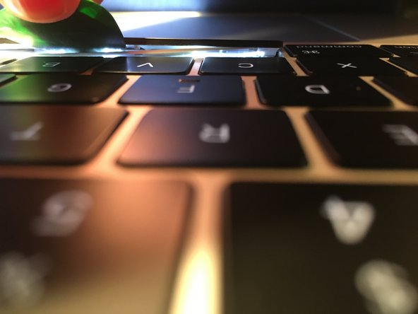 The spacebar on the 2016 MacBook Pro has 3 layers: the top black layer (the keycap), an intermediate white plastic layer (the scissor clip) and the bottom layer (the base of the keyboard). We are going to work our way between the keycap and the scissor clip, as this way the keycap can be removed, cleaned and replaced without damage.