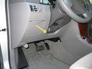 Toyota Corolla (2003-2008) - Lage der Sicherungen