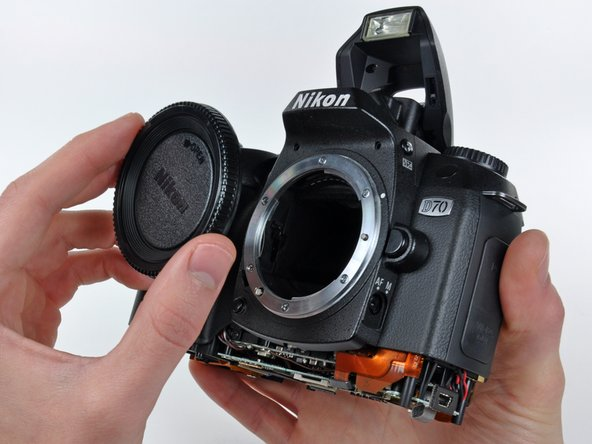If present, remove the plastic cover from the lens mount.