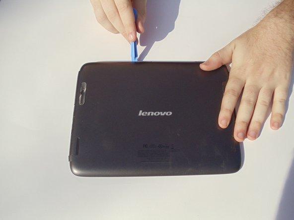 Assurez-vous que la tablette est éteinte avant de commencer cette procédure. Il est dangereux de toucher les composants internes de l'électronique alors qu'ils sont encore allumés.