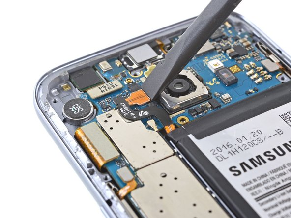 断开三星Galaxy S7的电池接口