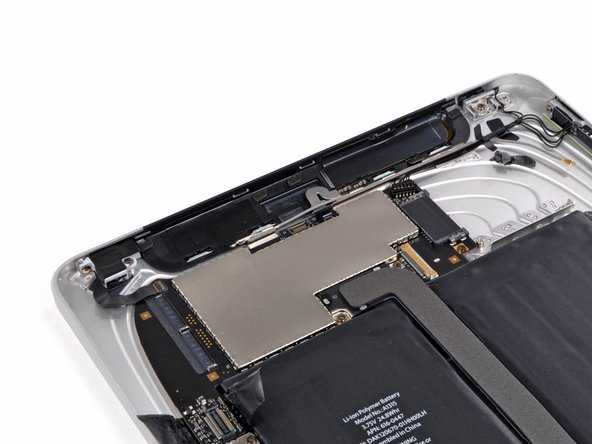 Comparison between the iPad 3G's (left) and the iPad Wi-Fi's (right) logic board.