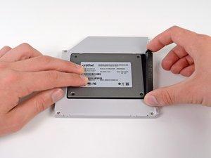 Wie man eine zweite Festplatte im MacBook Pro (15 Zoll, Ende 2011, Unibody) installiert.