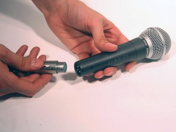 Line up the pins in the end of the microphone (microphone connecter) with the holes in the XLR cable.