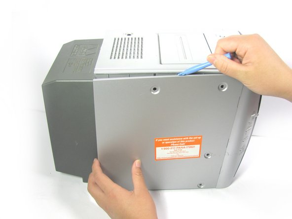 If you do not have a plastic opening tool, you can open the system using your finger. However, if you choose to use your hands, make sure to wear gloves. The panel is very sharp.