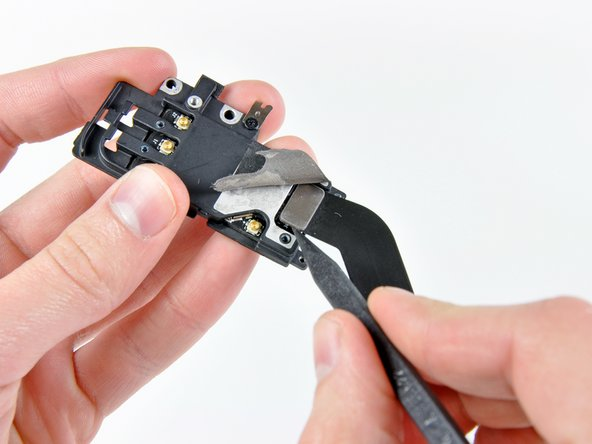 Use the tip of a spudger to lift the AirPort/Bluetooth cable connector out of its socket on the AirPort/Bluetooth board.