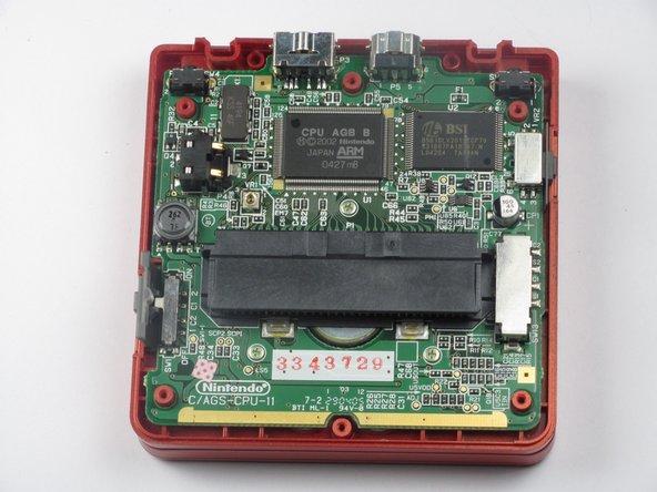 Remplacement de la coque arrière d'une Game Boy Advance SP