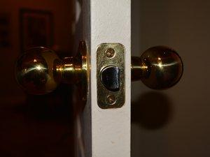 How to Change an Indoor Doorknob Handle