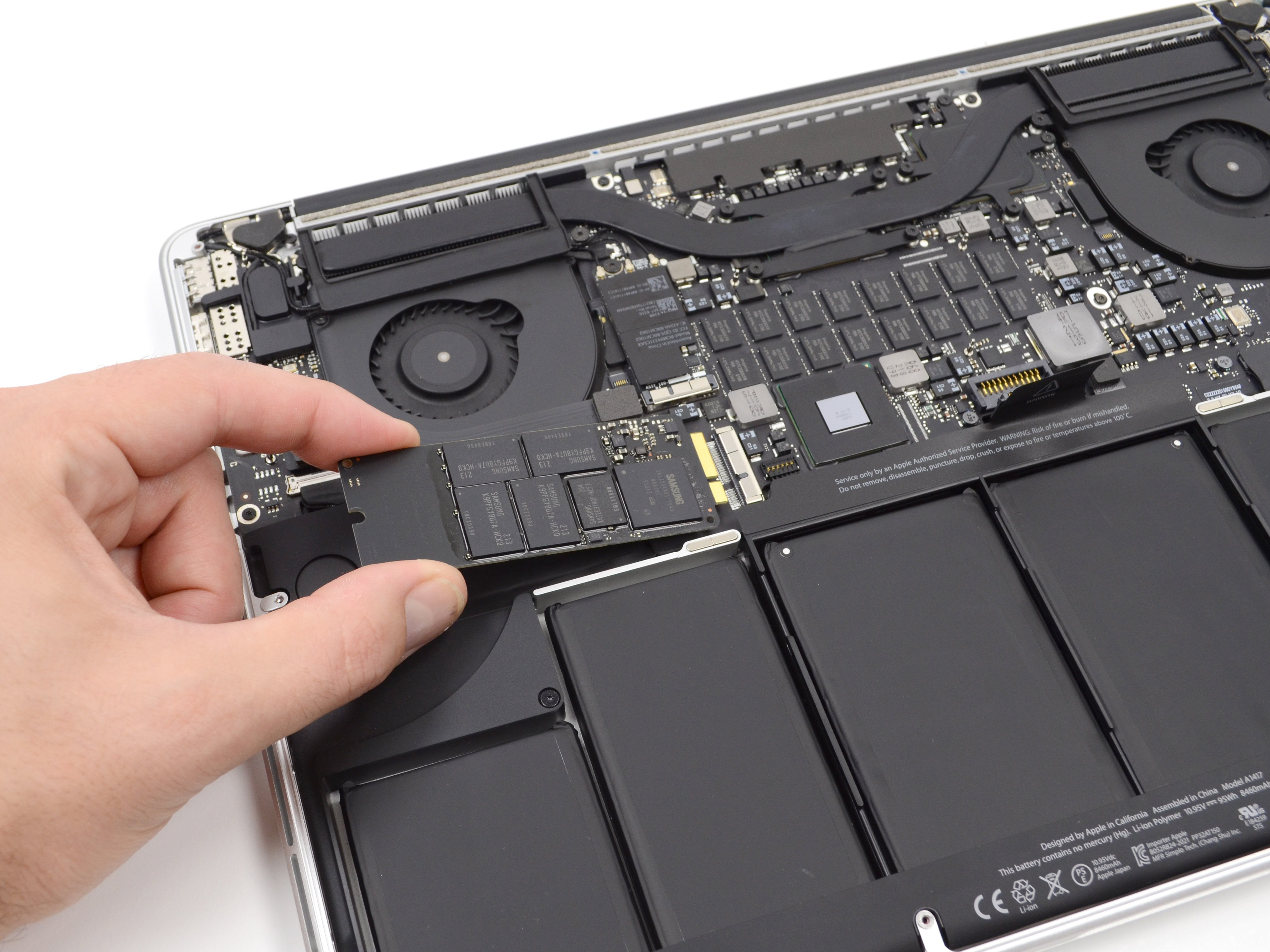 """MacBook Pro 21"""" Retina Display Late 21 SSD Replacement - iFixit"""