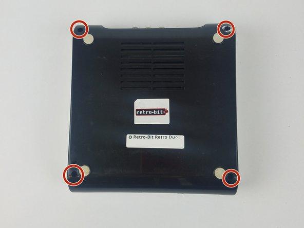 Avec la console sur le dessus, retirez les quatre vis Phillips n ° 2 de 12 mm.