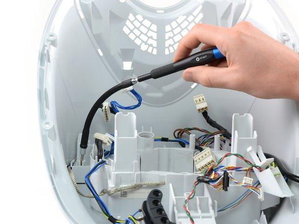 Um die restlichen Kabel-Innereien herauszubekommen, nutzen wir nochmals die Vorzüge der flexiblen Wellenverlängerung für unseren Präzisions-Bithalter.