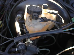 How to check the Brake Fluid Level in your Mercedes W123