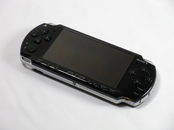 UMDドライブが上向きになるように、PSPを裏返して置きます。