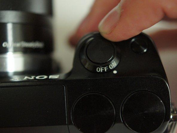 我们需要关闭相机,因为我们正在移除组件,如果电源仍然打开,可能会损坏设备。
