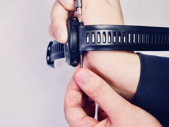 Remove the bar from the wrist strap to release.
