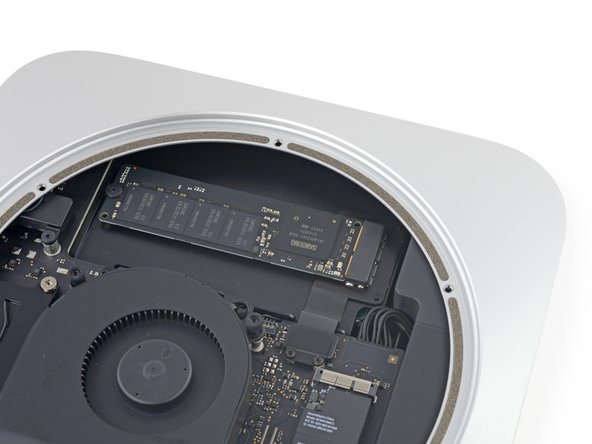 True to our word, we cracked open a Fusion drive equipped Mac mini, and it looks like our suspicions were accurate.