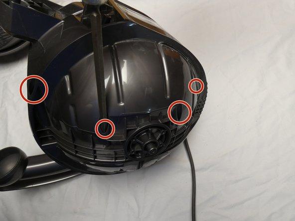 Entferne die 8 Torx T15, 22 mm Zylinderkopfschrauben von der Unterseite und die 2 von der Oberseite. (im Bild nur eine Seite zu sehen)