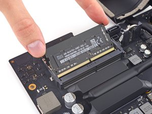 "iMac Intel 21,5"" Retina 4K Display (2017) RAM austauschen"
