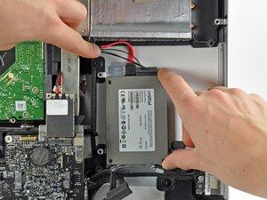 "iMac Intel 21,5"" EMC 2428 Dual Drive Kit installieren"