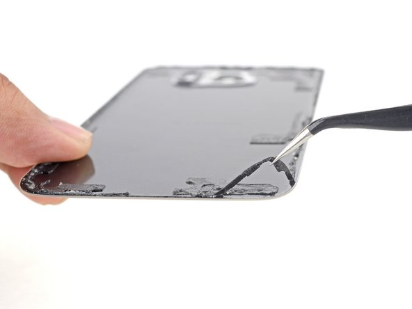 To install a new back cover: