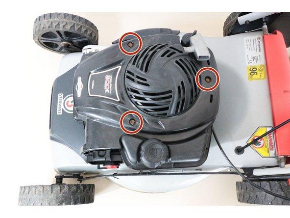 Le démontage du lanceur permet un accès plus aisé au remplacement du carburateur