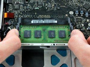 MacBook Pro (15 Zoll, Ende 2008 und Anfang 2009, Unibody) RAM-Austausch