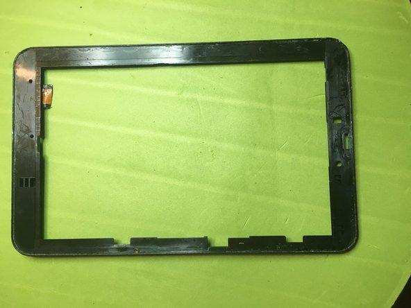 Rimuovere eventuali residui di vetro e colla per poter procedere ad incollare il nuovo vetro