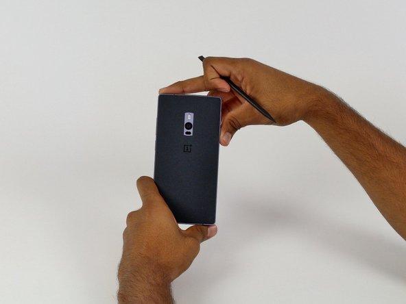 Achte darauf, dass das Smartphone ausgeschaltet ist, bevor Du weitermachst.
