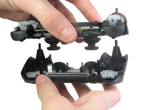拆解DualShock 4 主板组件