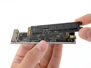 Baue die SSD deines Mac in ein externes Gehäuse ein