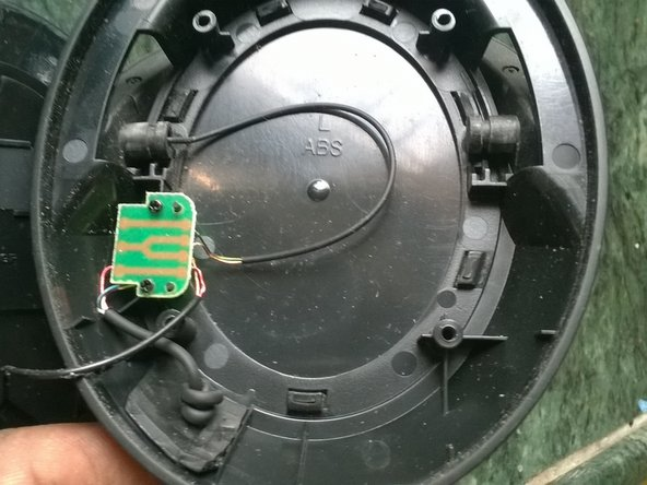 On the right side connection are made via a small printed circuit board. Remove 2 screws in order to remove this for re-soldering or replacement of any of the wires.
