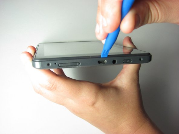 Place the plastic opening tool between the case and the screen.
