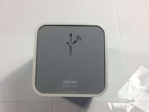 This is the Osram Lightify. This is a broken unit that does not sync to the app properly. I got a free replacement due to that.