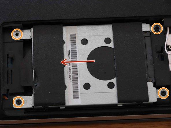 Verwijder de HDD-schijf door de op de foto gemarkeerde schroeven los te schroeven en de schijf in de richting van de pijl te schuiven.