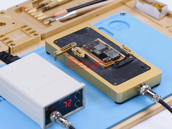 Then we separate the motherboard to locate the faulty component. Put the motherboard on the Heating Platform and set the temperature to 185℃.