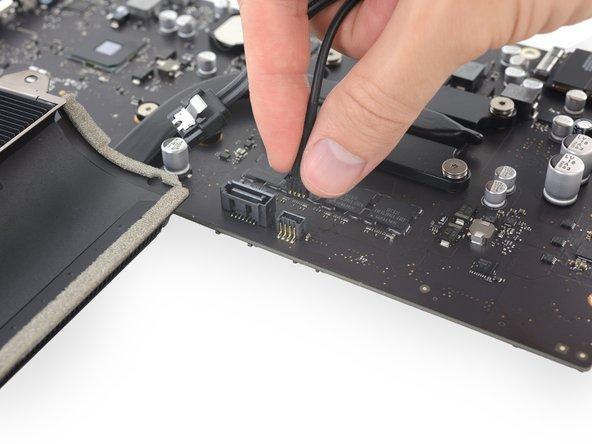 """iMac Intel 21,5"""" Retina 4K Display SATA Daten und Versorgungskabel austauschen"""