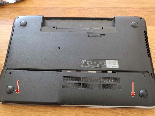 Verwijder de achterste behuizing door deze naar beneden te schuiven.