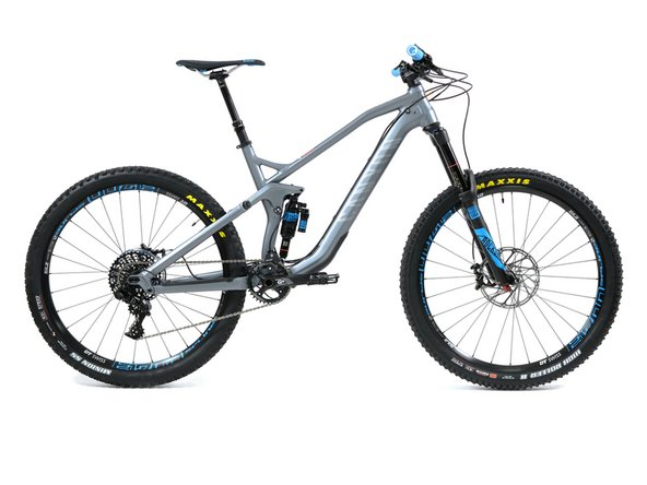 Congratulations! Flip your bike up again and your Strive AL 6.0 is now more or less ready to ride!