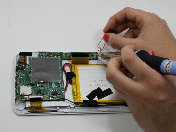 Install the new speaker by soldering the wires to the motherboard. For additional soldering instructions please view this page: Cómo soldar y desoldar conexiones
