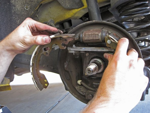 2005-2007 Ford Focus Brake Shoes Replacement