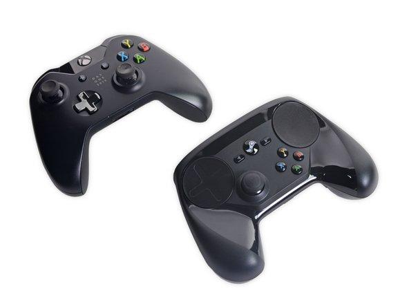 Zum Vergleich: Ein Xbox One Controller neben dem Steam Controller