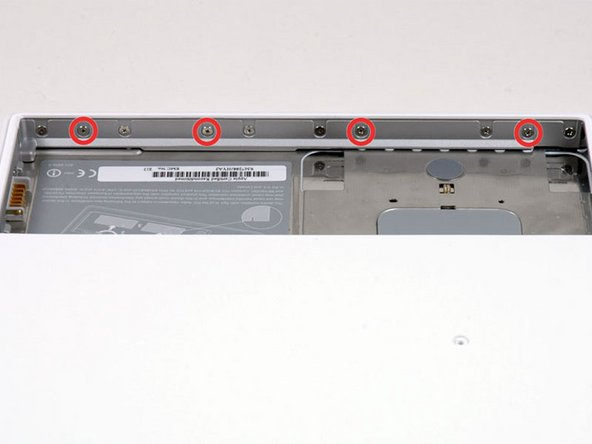 本体の前側のバッテリーの仕切りにある画像の赤丸で示した四つのネジを外してください。左から、2番目,4番目,7番目,9番目のネジです。