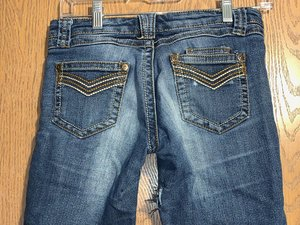 How to Darn a Hole in Denim Jeans by Hand