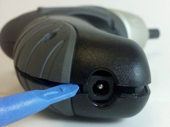 Separate the screwdriver casing halves with the plastic opening tool.