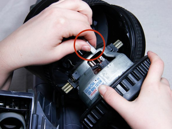 Remove the power terminals from both sides of the motor.