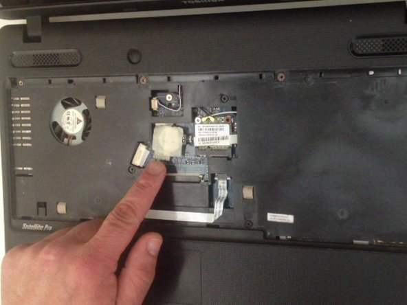 This is the internal CMOS / BIOS battery. Use small screwdriver to remove it.