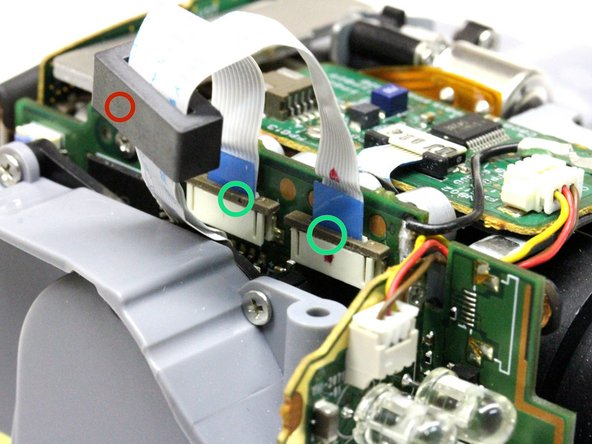 We will now disconnect the 2 flatcables that connect the camera module to the camera base.