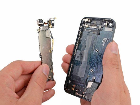 Substituição do conjunto da placa lógica do iPhone 5