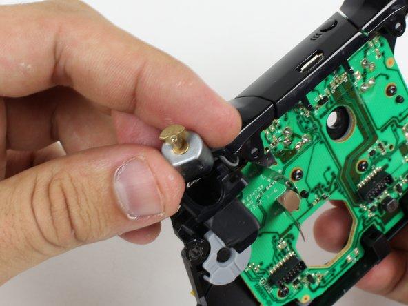 Remplacement des vibreurs des gâchettes de la manette sans fil de la Xbox One